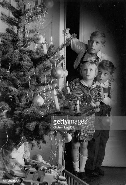 Germany children entering the room with the Christmas tree for the gift giving Photographer Charlotte Willott 1957Vintage property of ullstein bild