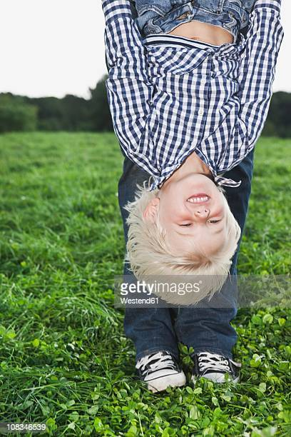 germany, cologne, father playing with son (2-3 years), smiling - 25 29 years stock pictures, royalty-free photos & images