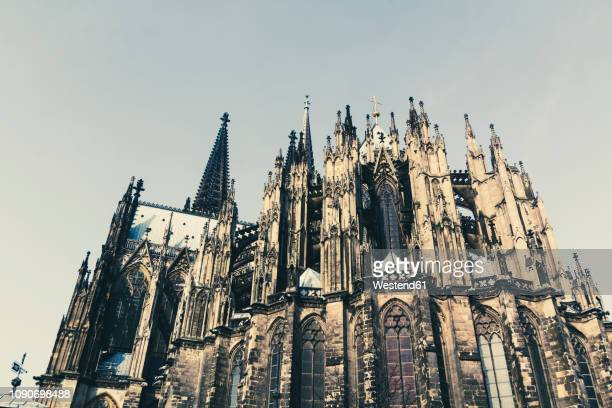 germany, cologne, view to eastern side of cologne cathredal - ケルン市 ストックフォトと画像