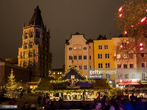 germany, cologne, view to historic town hall and row of houses with christmas market in the foreground - cologne photos et images de collection