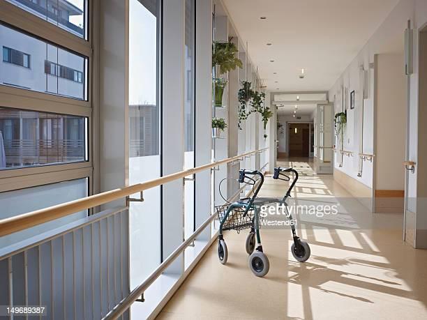 germany, cologne, walking frame in corridor of nursing home - vivienda con asistencia fotografías e imágenes de stock