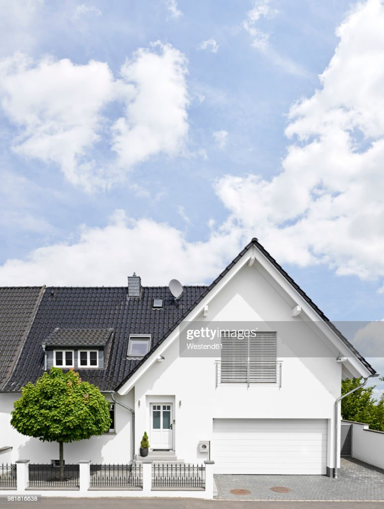 Germany, Cologne, white new built one-family house : Stock Photo