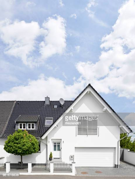 germany, cologne, white new built one-family house - im freien stock-fotos und bilder