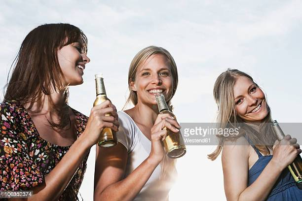 Germany, Cologne, Women enjoying beer, smiling