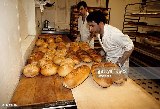 DEU Germany Dortmund 1998 Turkish businessmen in Germany Employees of a breads factory at work
