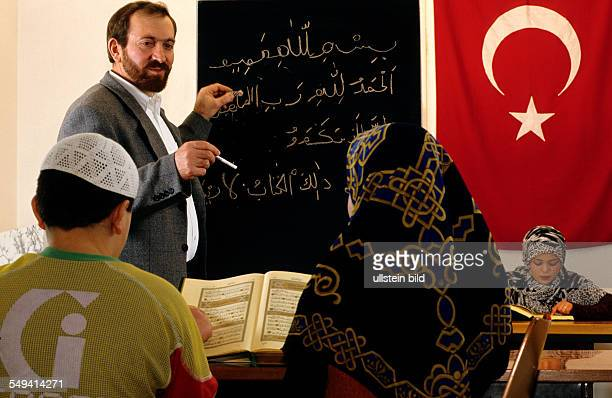 DEU Germany Dortmund 1999 Turks in Germany Turkish pupils in their Islam classes