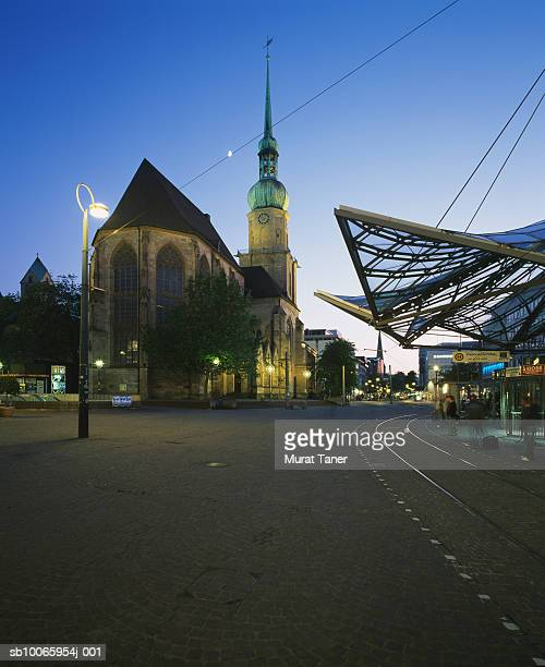 germany, dortmund, reinoldikirche church and tram stop - dortmund city stock pictures, royalty-free photos & images