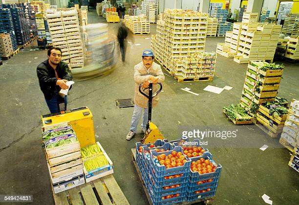 DEU Germany Duesseldorf 1999 Turks in Germany Wholesale market the importexport GmbH Marmara in the morning Orders are dispatched