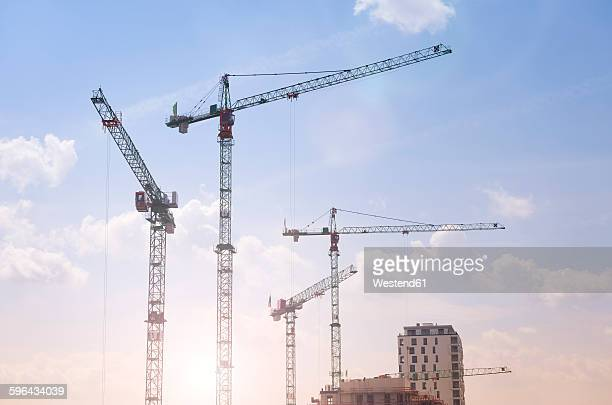 germany, duesseldorf, large construction site, cranes - kran stock-fotos und bilder