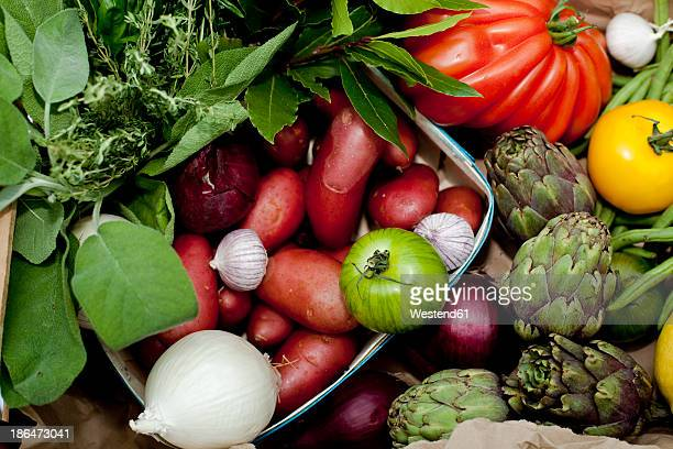 Germany, Duesseldorf, Variety of vegetables in basket, close up