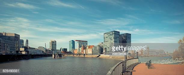 germany, duesseldorf, view of media harbour - düsseldorf stock-fotos und bilder