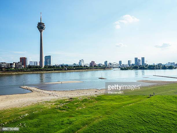 germany, duesseldorf, view to the city with rhine tower, media harbour and rhine river in the foreground - medienhafen stock-fotos und bilder