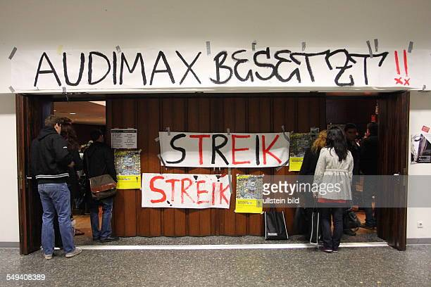 DEU Germany Duisburg Strke and occupation of the Audimax the biggest lecture hall at the university of DuisburgEssen Students demontrate for better...