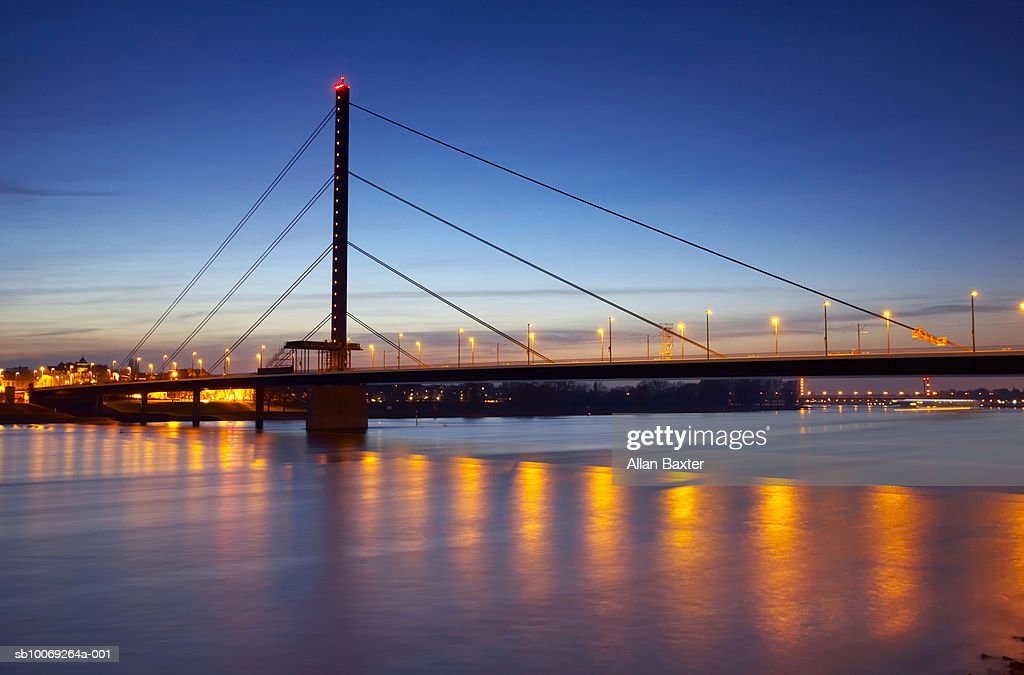 Germany, Dusseldorf, bridge at dusk : Stockfoto