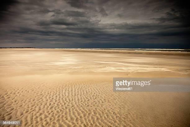 Germany, Eastern Friesland, Spiekeroog, empty low tide beach short before a thunderstorm