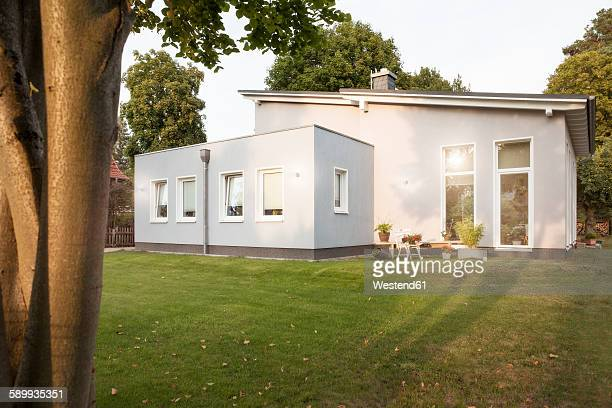 Germany, Eggersdorf, house and garden