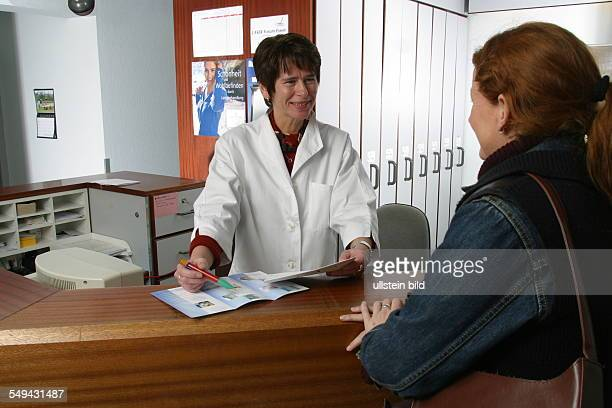 DEU Germany Essen medicine physicist and nonmedical practitioner Holger May manager of the Laser Forum Essen A patient at the registration...