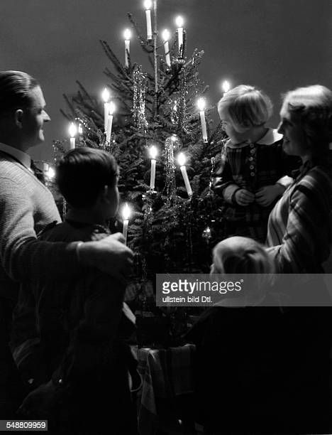 Germany Family on Chrismas Day around 1938 Photographer Max Ehlert Vintage property of ullstein bild