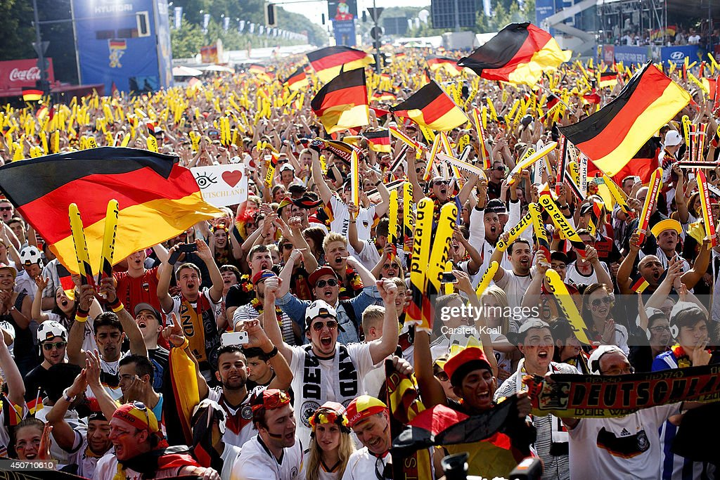 Germany Fans Watch 2014 FIFA World Cup : Nachrichtenfoto