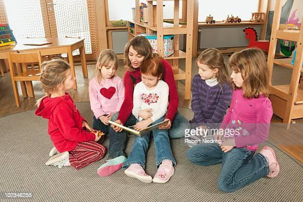 Germany, Female nursery teacher and children (4-7) in nursery