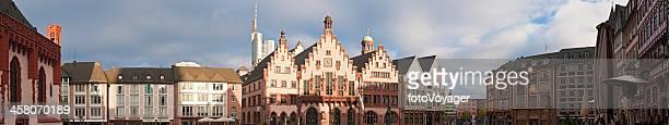 Deutschland Frankfurt am Main Römerberg market square Kaisersaal Sehenswürdigkeiten panorama
