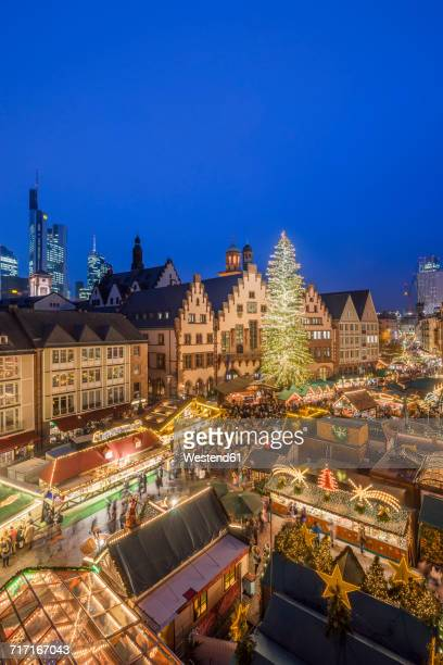 germany, frankfurt, christmas market at roemerberg in the evening seen from above - frankfurt main stock pictures, royalty-free photos & images
