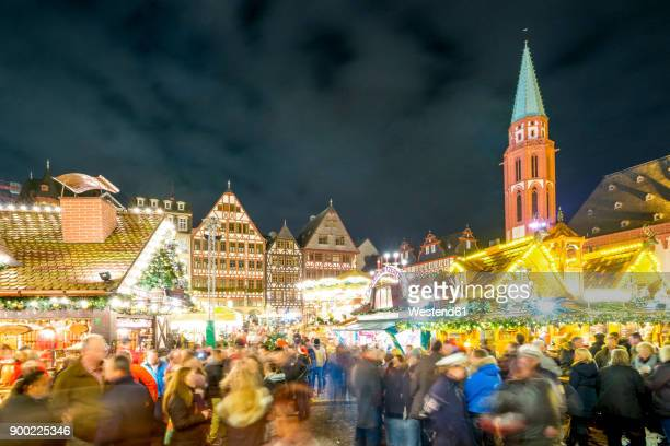 Germany, Frankfurt, Christmas market at Roemerberg with view to Ostzeile