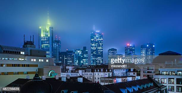 Germany, Frankfurt, MyZeil with skyline in background