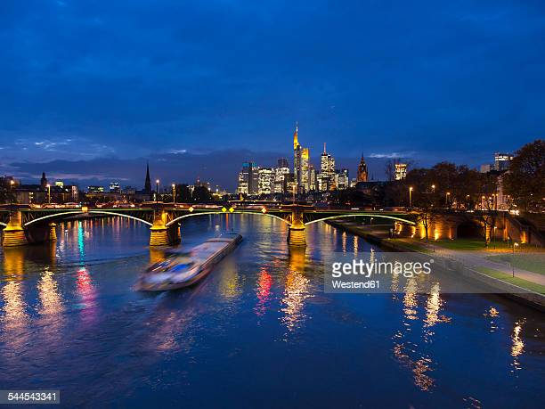 Germany, Frankfurt, River Main with Ignatz Bubis Bridge, skyline of finanial district in background