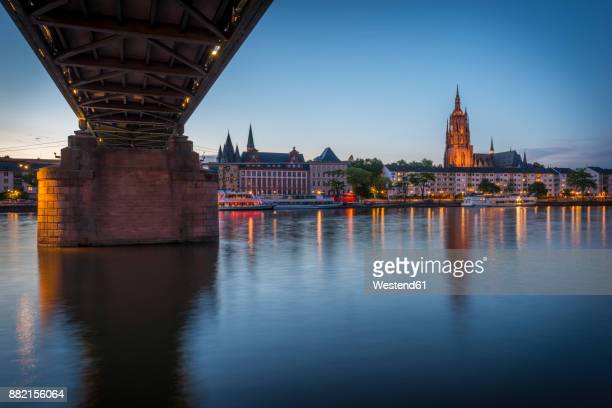 Germany, Frankfurt, view from Schaumainkai to Main River and Frankfurt Cathedral