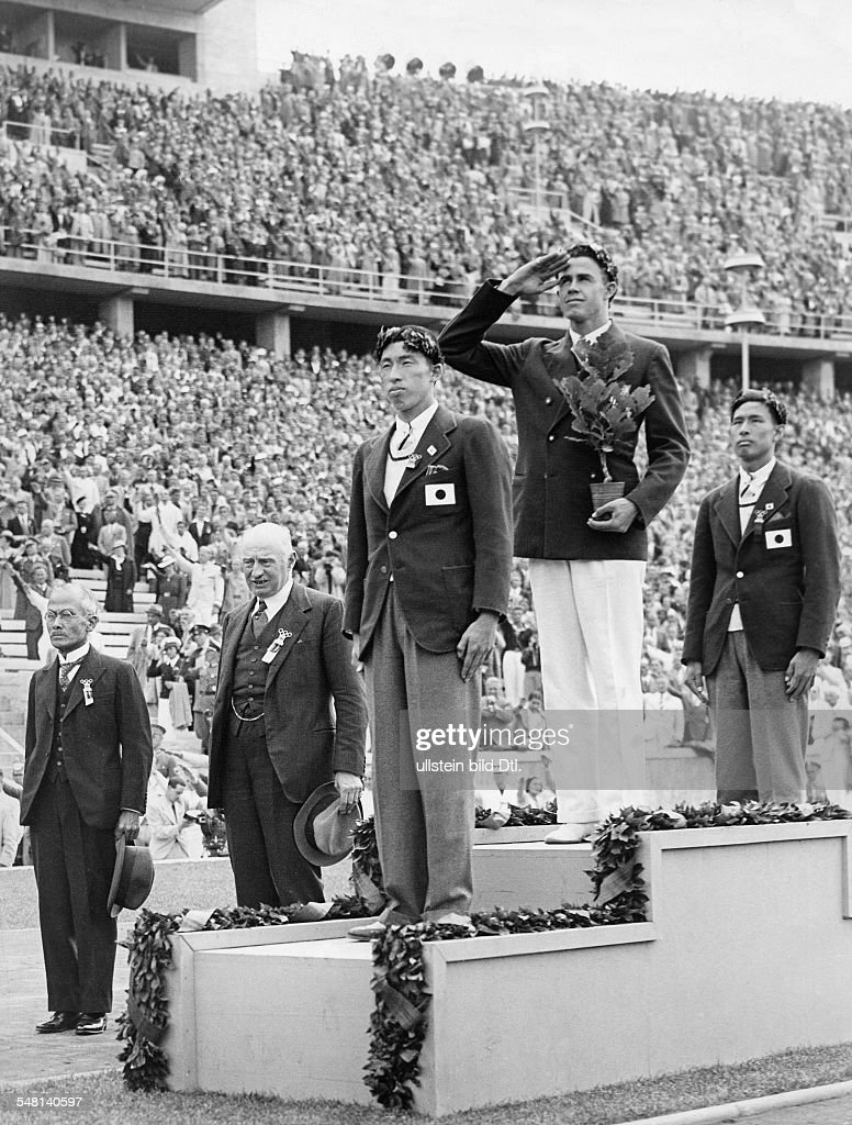 Germany Free State Prussia Berlin : 1936 Summer Olympics On the podium during the medal ceremony for pole-vault, from the left: Shuhei Nishida (Japan, silver), Earle Meadows (USA, gold) und Sueo Oe (Japan, bronze); in the background, 2nd from left: C : News Photo