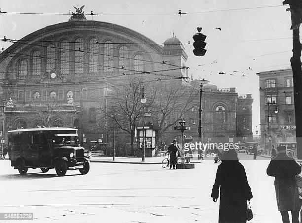 Germany Free State Prussia Berlin Anhalter Bahnhof exterior view Traffic on the Askanischer Platz ca 1930 Photographer Herbert Hoffmann Vintage...