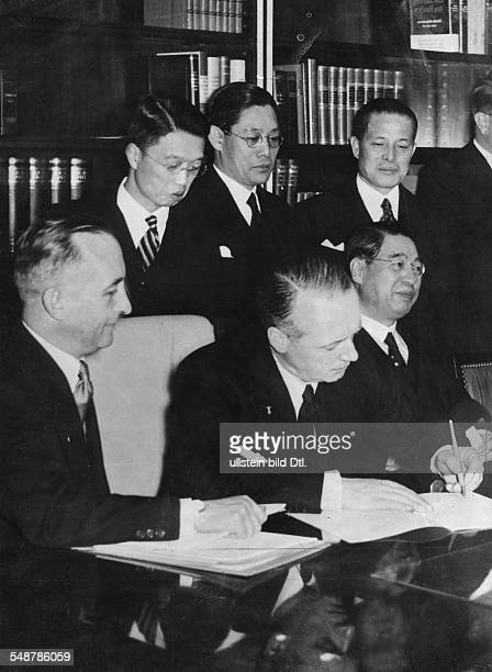 Germany Free State Prussia Berlin : Anti-Comintern Pact German envoy Joachim von Ribbentrop signing the Pact; right: Japanese Embassador Kintomo...