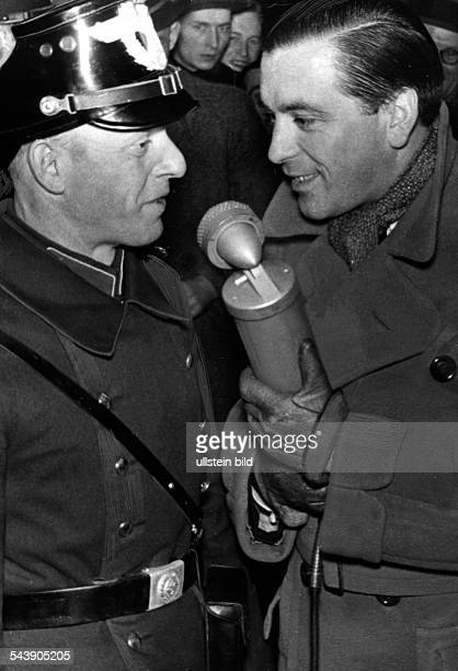 Germany Free State Prussia Berlin Berlin A reporter interviews a police man about the fight of the boxer Max Schmeling ca 1937 Photographer Erich...