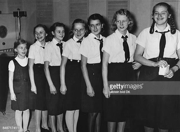 Germany Free State Prussia Berlin Berlin BDM Singing Girls ' Die lustigen Sieben ' of the radio station ' Deutschlandsender ' Photographer Herbert...