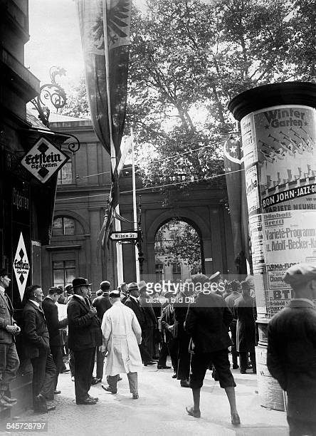 Germany Free State Prussia Berlin Berlin Bystanders waiting for the state carriages of Fuad I King of Egypt leaving the Prinz Albrecht Palais in the...
