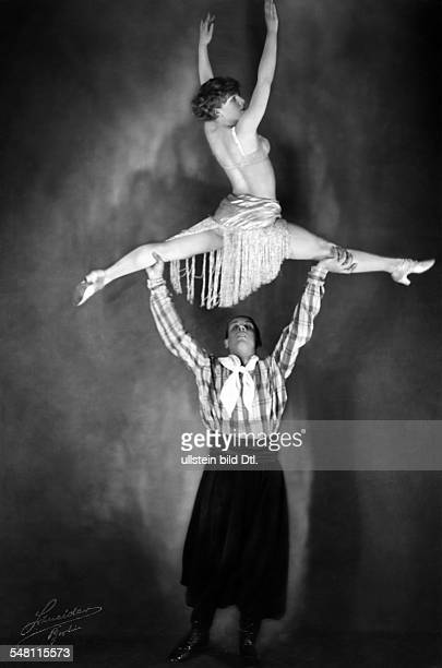 Germany Free State Prussia Berlin Berlin Equilibrists The dancing couple Florence Grip performs a lifting posture in a show at Berlin's Wintergarten...
