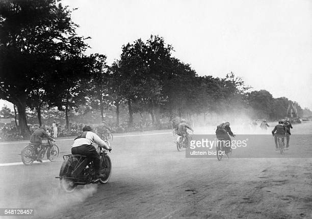 Germany Free State Prussia Berlin Berlin Motorcycle - race on the AVUS - ca. 1921 - Photographer: Walter Gircke Vintage property of ullstein bild