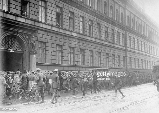 Germany Free State Prussia Berlin Berlin Spartacist uprising Movement of the goverment troups in the former War Ministry in the Leipziger Straße...