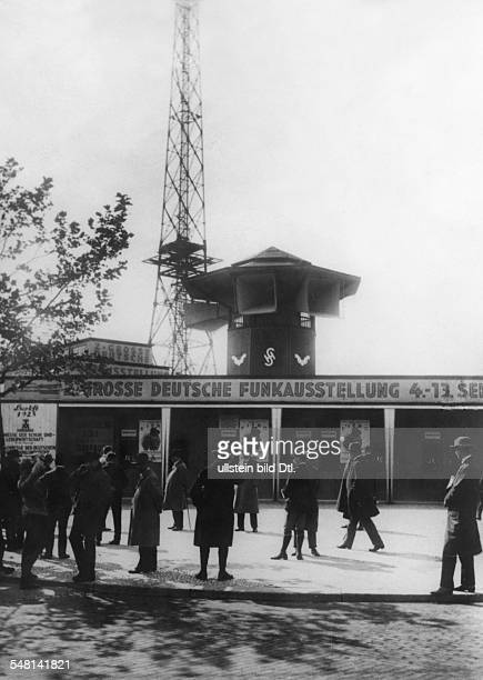 Germany Free State Prussia Berlin Berlin The second Große Deutsche Funkausstellung 04091309 1925 the main entrance in the background the big...