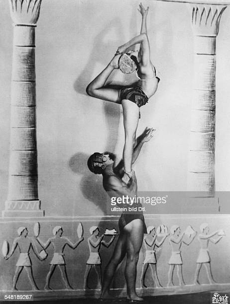 Germany Free State Prussia Berlin Berlin: Vaudeville show The dancing couple 'Duo dell'Adami' performs an aerial - published in the October playbill...