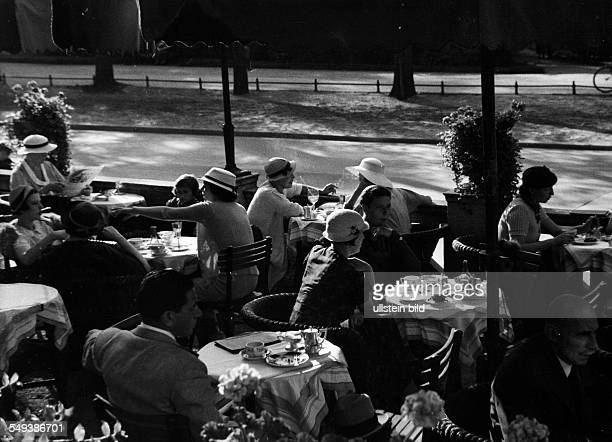 Germany Free State Prussia Berlin Berlin View on a cafe at the Brandenburg The terrace with guests in the summer 1938 Photographer Heinz von...