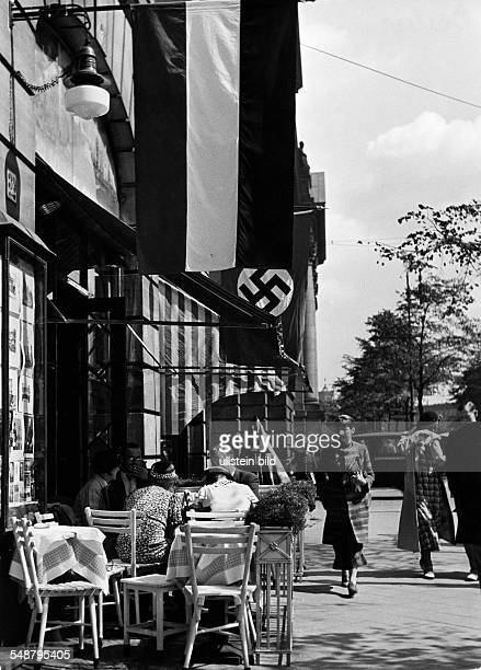 Germany Free State Prussia Berlin Berlin View on the former 'Cafe Koenig' in Unter den Linden 46 at the corner to the Friedrichstrasse ca 1938...