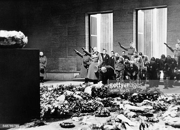 Germany Free State Prussia Berlin : Japanese foreign minister Matsuoka laying a wreath at the War Memorial - 1941 - Vintage property of ullstein bild