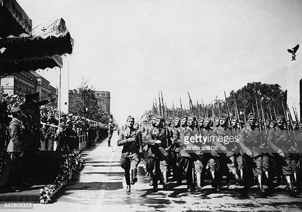 Germany Free State Prussia Berlin Return of the Condor Legion from Spain Hitler taking the salute of the Legion in Berlin 1939 Photographer Heinrich...