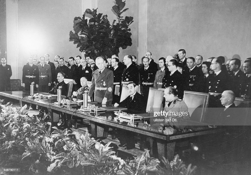 Tripartite Pact - German Foreign Minister Joachim von Ribbentrop giving an adress after the signing of the Pact in the Reich Chancellery; on the table from the left: Romanian Foreign Minister Prince Mihai Sturdza and Head of State Ion Antonescu, Ribbentrop, the Japanese Embassador Saburo Kurusu, and the envoys Gino Buti (Italy) and Döme Sztojay (Hungary) - 1940 - Vintage property of ullstein bild