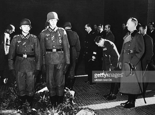 Germany Free State Prussia Berlin : Tripartite Pact Wreath-laying ceremony at the War Memorial to mark the 1st anniversary of the Pact; on the right:...