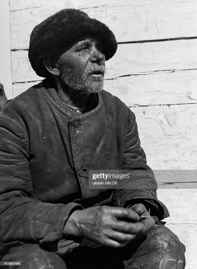 Germany Free State Prussia East Prussia Province : Masuria: sitting fisherman - um 1934 Aufnahme: Friedrich Seidenstuecker - 1934 - Photographer: Seidenstuecker - Vintage property of ullstein bild : News Photo