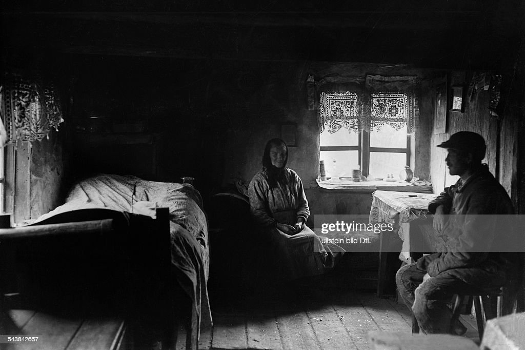 Germany Free State Prussia East Prussia Province: Masuria: the parish envoy and his elderly mother in a room of their house - 1933- Photographer: Seidenstuecker- Published by: 'Berliner Illustrirte Zeitung' 25/1933Vintage property of ullstein bild : News Photo