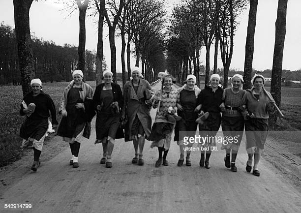 Germany Free State Prussia East Prussia Province Samland young women on their way to voluntary fatigue duty 1937 Photographer Seidenstuecker...